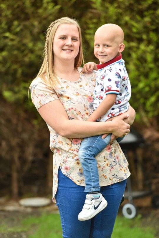 O mama a cheltuit la jocuri de noroc banii adunati pentru baietelul ei bolnav de cancer | Demamici.ro