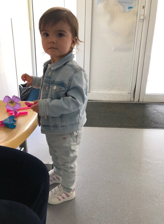 Chinul prin care a trecut fetita dupa ce asistenta i-a rupt un bat in nasuc. Ce au descoperit medicii la radiografie   Demamici.ro