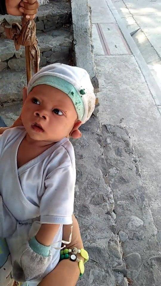 Un baietel de 2 luni, abandonat de mama in cimitir! Cum a fost descoperit micutul printre morminte | Demamici.ro