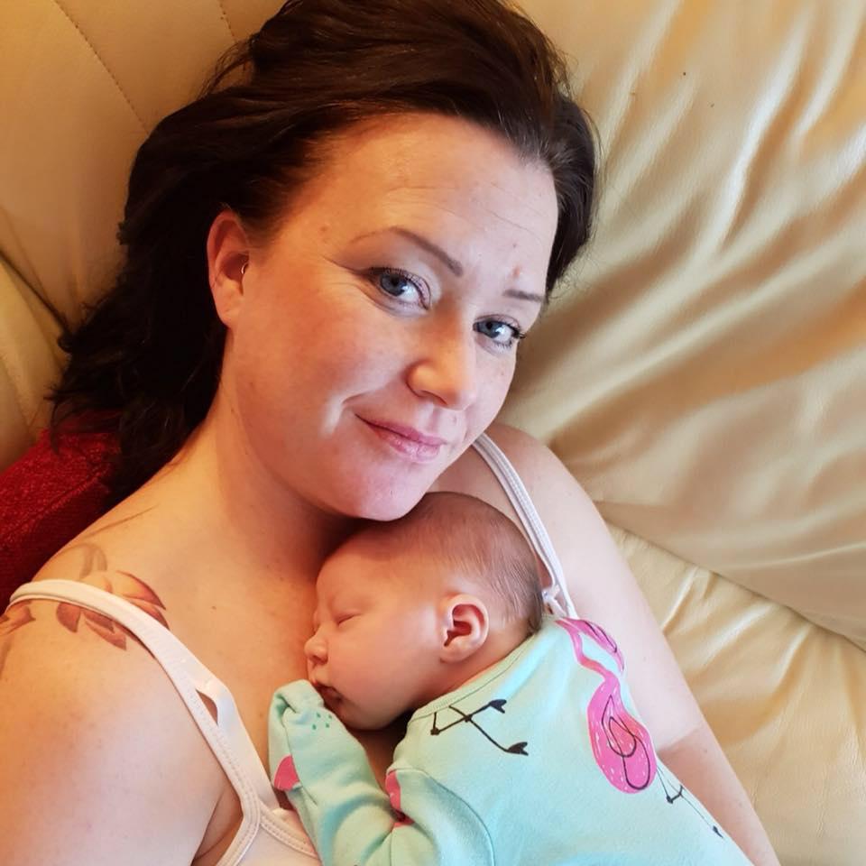 O femeie s-a sinucis dupa ce a nascut. Depresia postnatala i-a fost fatala | Demamici.ro
