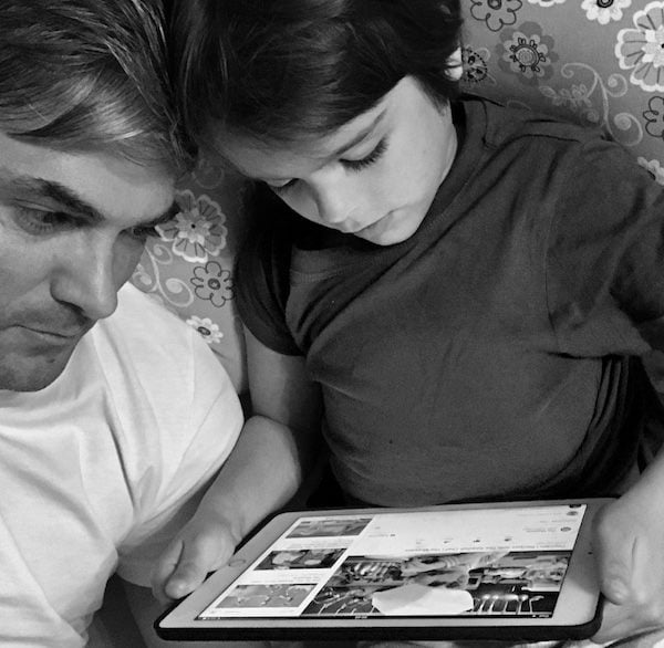 """Scrisoarea unui tata celebru pentru fetita sa: """"Am să te țin de mână doar când faci primii pași, apoi degetele noastre se vor lungi, vor aluneca unul peste celălalt și se vor desprinde""""   Demamici.ro"""