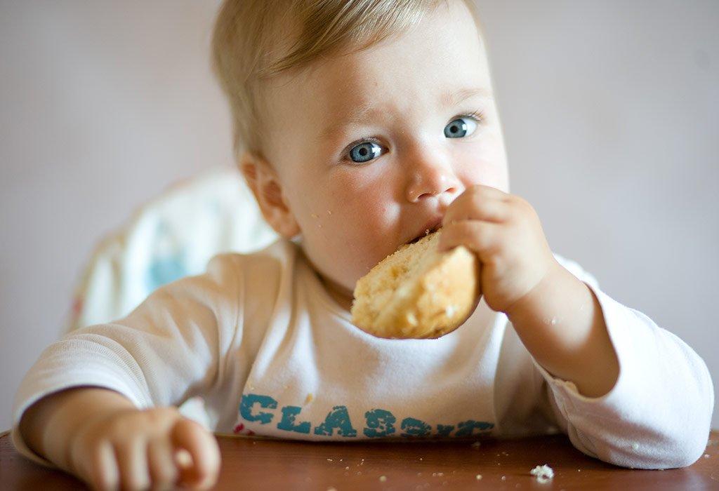 Cand trebuie data paine bebelusilor