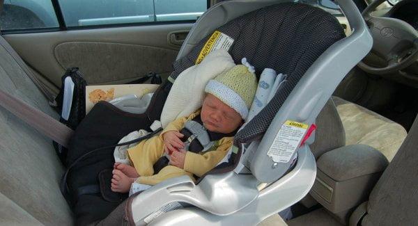 Copii care dorm in scaunele de masina pot muri
