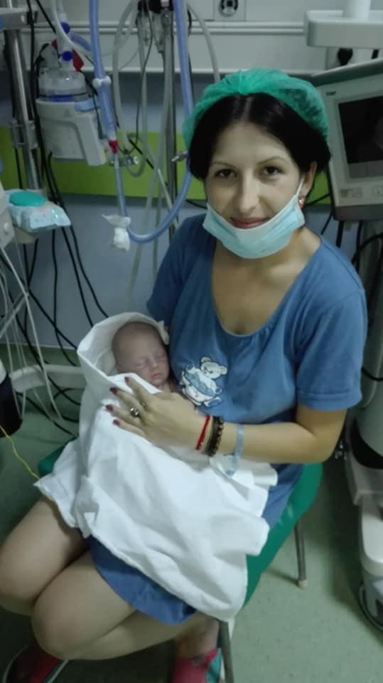 Corina a nascut la 29 de saptamani. In timpul cezarienei a facut stop cardio-respirator, iar baietelul a intrat in soc septic | Demamici.ro