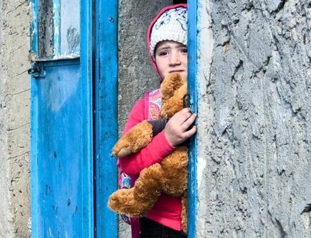 Politistii constanteni au adus zambetul pe buze in 43 de familii nevoiase. Povestea Georgianei | Demamici.ro