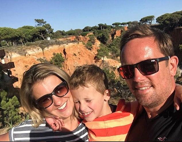 Un tata a trebuit sa-i spuna fiului sau ca si-a pierdut mama, la trei zile dupa ce a fost diagnosticata cu cancer | Demamici.ro