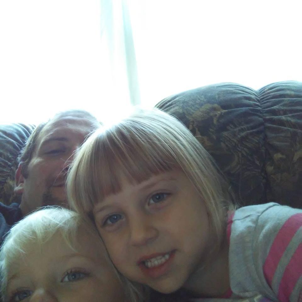 Un tata si-a aparat fiica de 5 ani cu pretul vietii. Barbatul a fost sfasiat de cainele care i-a atacat copilul | Demamici.ro