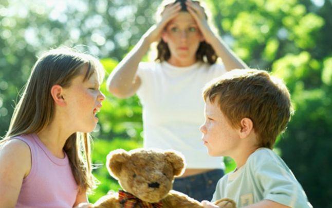 Studiile indica ca este mai greu sa stai cu copilul acasa