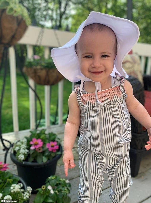 O fetita de 18 luni a murit dupa ce a alunecat din bratele bunicului, in timp ce se aflau pe un vas de croaziera | Demamici.ro