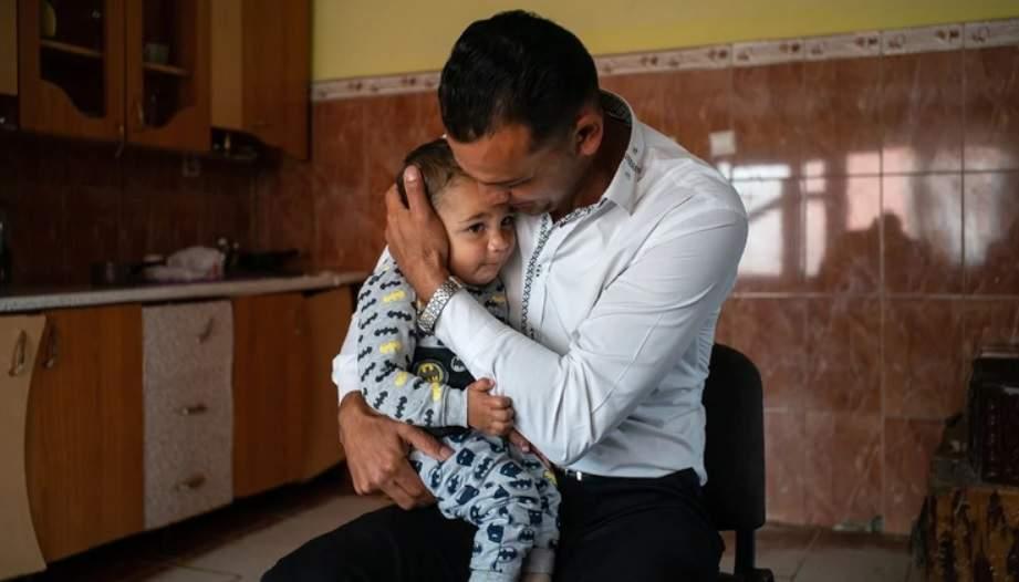 Trista poveste a lui Constantin, bebelusul roman de 4 luni, separat de tata la granita cu Mexicul   Demamici.ro