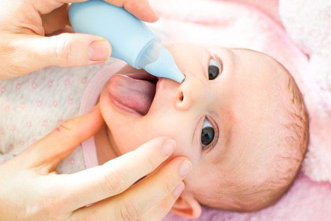 Cum se aspira corect secretiile nazale ale bebelusului