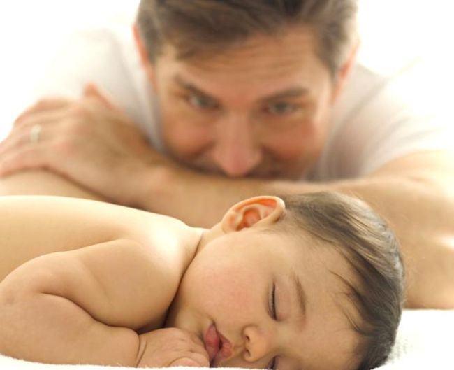 Tatii petrec acum de 3 ori mai mult timp cu copiii