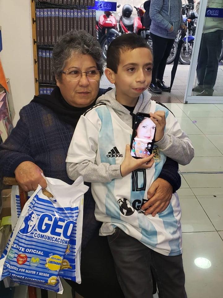 Un baietel si-a pierdut telefonul. Acolo avea toate amintirile cu mama lui care a murit | Demamici.ro