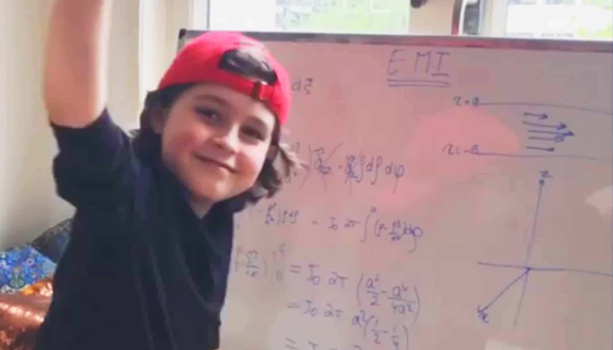 Copil geniu la doar 9 ani. El este baietelul care in decembrie va absolvi facultatea