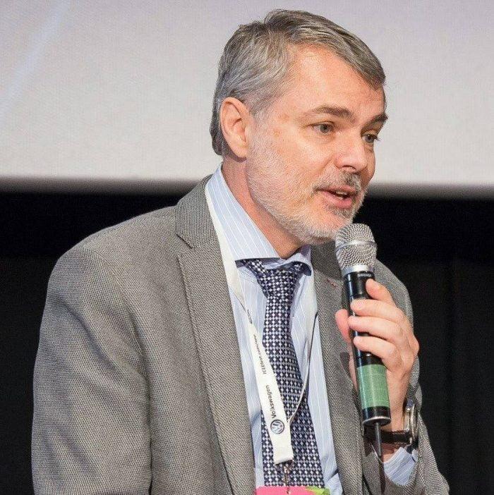 Dr. Mihai Craiu: mierea NU se administreaza la sugari! Botulismul poate fi fatal! Care sunt primele simptome   Demamici.ro