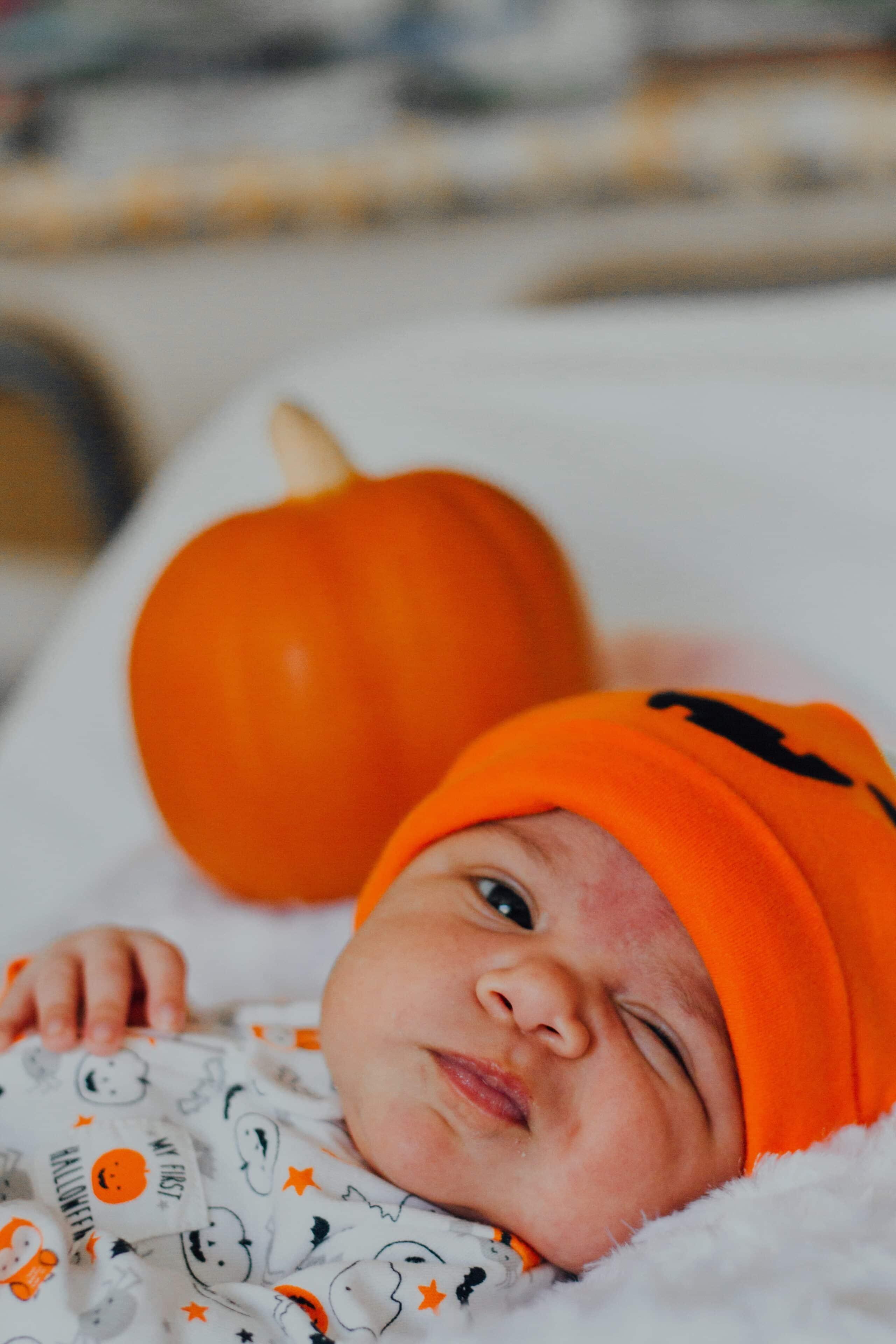 Bebelusii nascuti in noiembrie. Cele 6 trasaturi speciale cu care au fost inzestrati | Demamici.ro