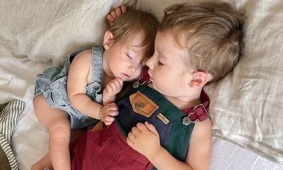 Al doilea copil in familie. 10 lectii pentru primul nascut, ca sa nu apara gelozia | Demamici.ro