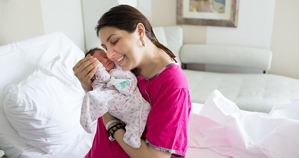 Gravida cu cancer de col uterin, operata si tratata inca din sarcina. E al doilea caz din lume | Demamici.ro