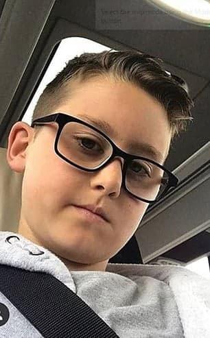 Un elev de 12 ani a fost lovit de o masina, pe trotuar, in fata scolii |Demamici.ro