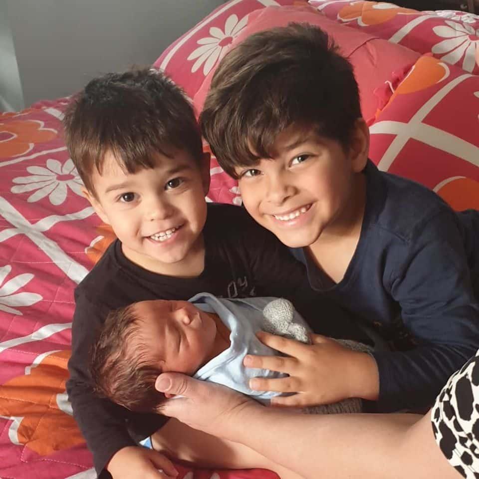 4 copilasi au ramas orfani dupa ce parintii au murit intr-un accident rutier | Demamici.ro