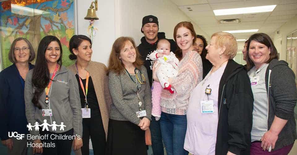 O fetita de 4 luni a invins cancerul, dupa a lupta dura cu boala. Momentul emotionant in care mama le multumeste doctorilor VIDEO | Demamici.ro