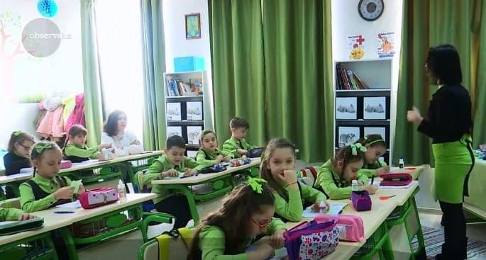 O invatatoare din Galati a transformat orele plictisoare in locul preferat de distractie al copiilor