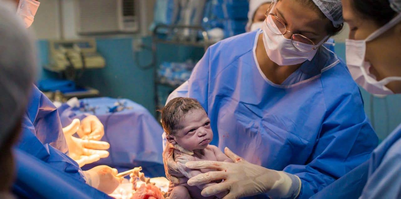 Nasterea a enervat-o la culme! Fetita se incrunta dupa ce a fost scoasa din burta mamei | Demamici.ro