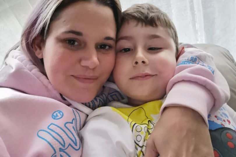 O mama, nevoita sa stea departe de fiul ei aflat pe moarte, din cauza coronavirusului   Demamici.ro