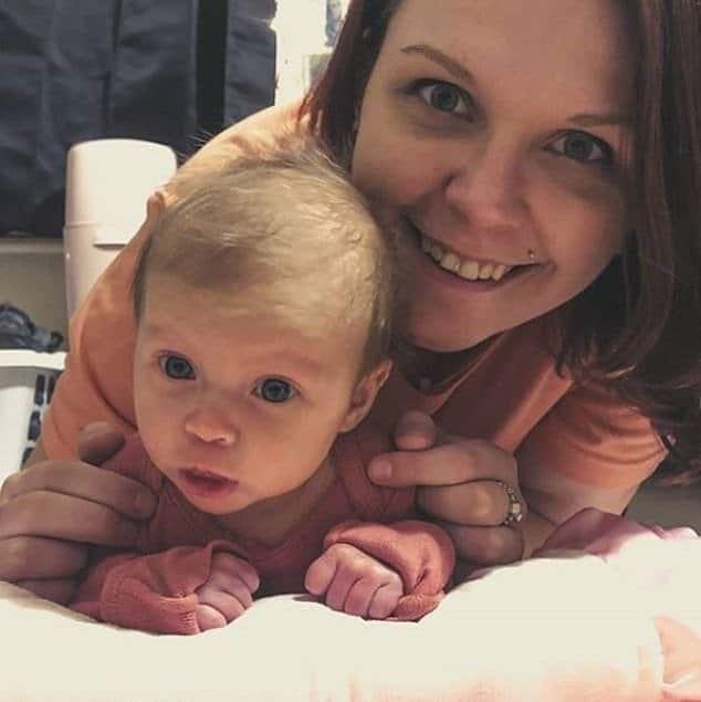 Fetita de 2 luni, conectata la ventilator, dupa ce a fost diagnosticata cu COVID-19 | Demamici.ro