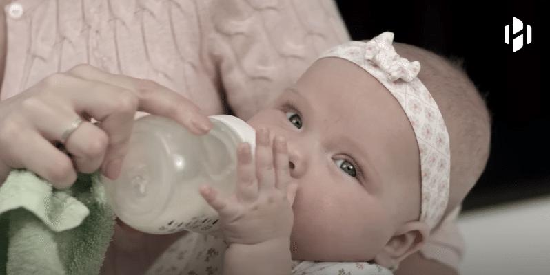 Laptele praf contine mai multe zaharuri decat sucurile. Un copil hranit cu formula consuma 20 kg de zaharuri pana la 1 an VIDEO | Demamici.ro