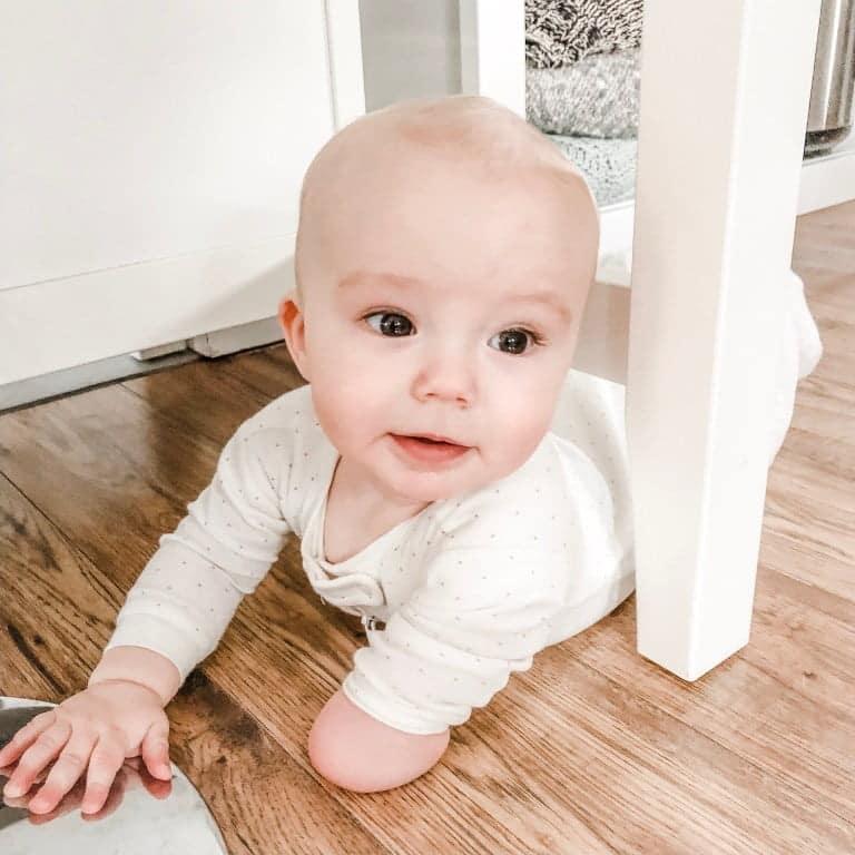 """Bebelus de 11 luni nascut fara un brat cucereste internetul. E cel mai tanar """"influencer"""" de pe Instagram"""