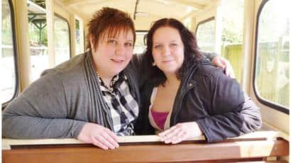Surori gemene identice au murit din cauza COVID-19. Lucrau ca asistente la secția de pediatrie