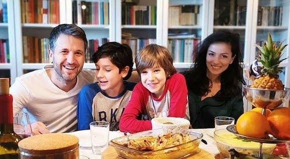 Asa tata, asa fii! Baietii lui Andi Moisescu invata meserie de la tatal lor: