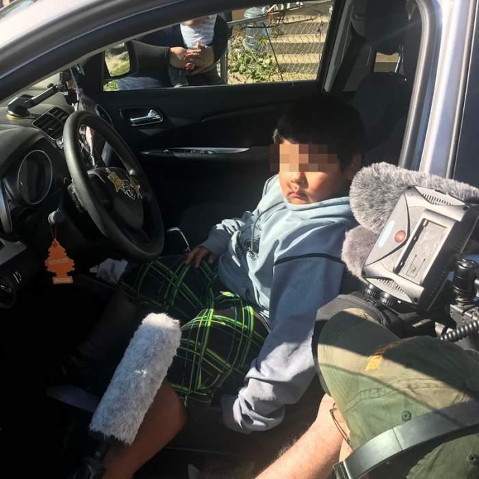 Un copil de 5 ani a fost prins singur la volan, în mașină, pe autostradă. Se certase cu mama lui