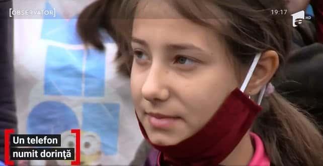Ea este eleva din Vaslui care l-a rugat pe primar într-o scrisoare să o ajute cu un telefon pentru lecțiile online. Mai are șapte frați acasă