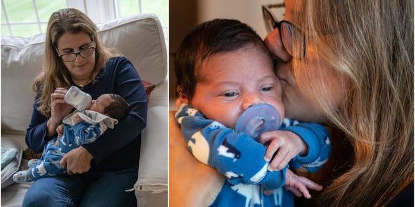 O profesoară are grijă de frățiorul nou născut al elevului său, în timp ce mama se reface după COVID-19
