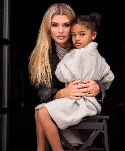 Moștenire genetică de invidiat. Mama, model blond cu ochii albaștri, iar tatăl - fotbalist nigerian