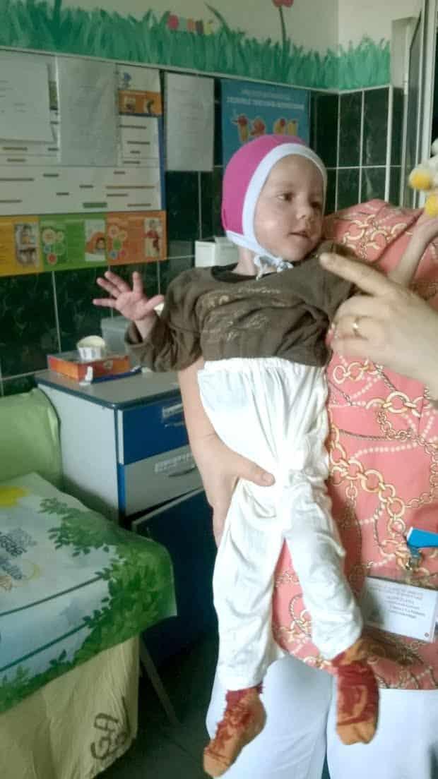 Cum arată acum fetița care a fost hrănită ani de zole doar cu pufuleți și ceai. Florentina a împlinit 10 ani