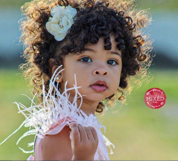 Copii frumoși cu origini din mai multe țări. Genetica e chiar magică!