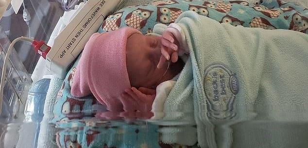 Infectată cu Covid-19, în stare gravă, Aurora a murit după ce-a născut. A plecat fără să apuce să-și vadă fetița | Demamici.ro