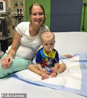 Micul luptator! Un baietel de 4 ani a invins un tip foarte rar de cancer | Demamici.ro