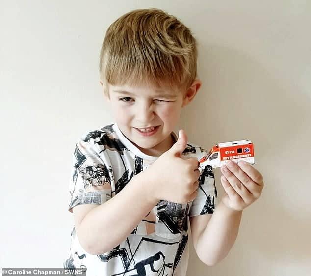 Un băiețel de 5 ani și-a salvat mama din comă diabetică. Copilul a tastat numărul de urgență văzut pe o ambulanță de jucărie | Demamici.ro
