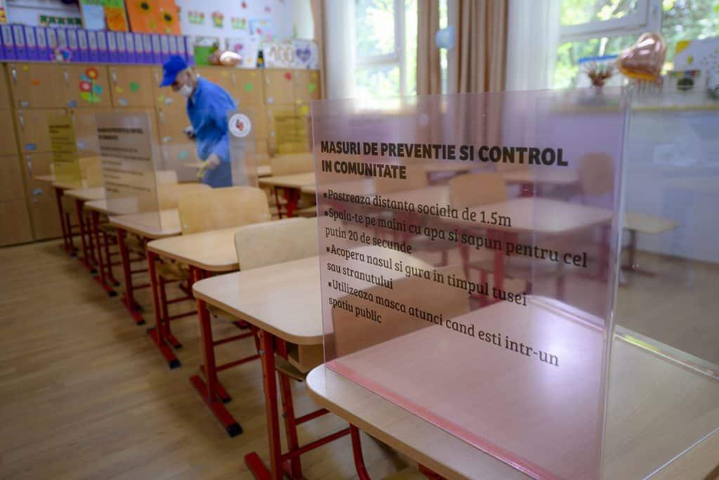 """Doctorul Mihai Craiu, sfaturi pentru părinți și copii odată cu începerea școlii: """"Scuturile de plastic sunt periculoae. Copiii se vor cățăra pe ele, se vor lovi, tăia"""""""