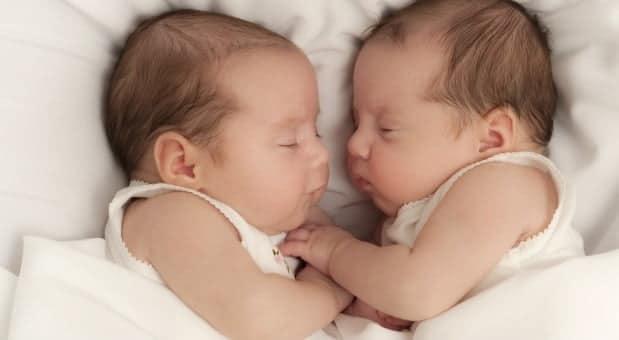 După o luptă de 15 ani cu infertilitatea, au devenit părinți de gemene. Povestea unui cuplu de români VIDEO | Demamici.ro