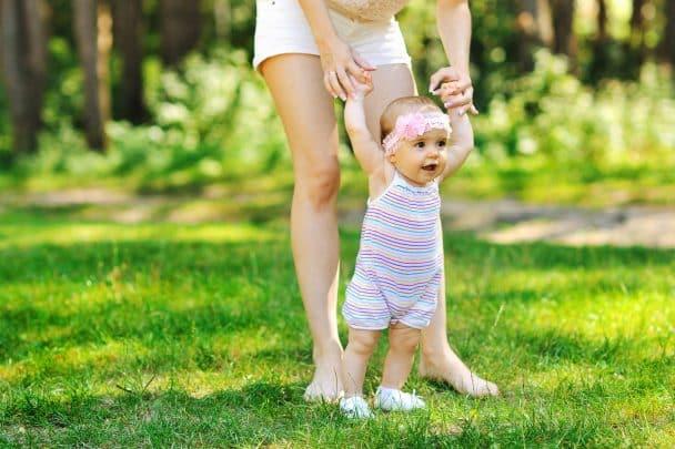 Primii pași- cum iți poți ajuta bebelușul în această nouă etapă. Sfaturi utile   Demamici.ro