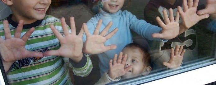 """Un bărbat crescut la orfelinat a adoptat 5 frați pentru a nu fi separați: """"N-am vrut să treacă prin ce-am trecut eu""""   Demamici.ro"""