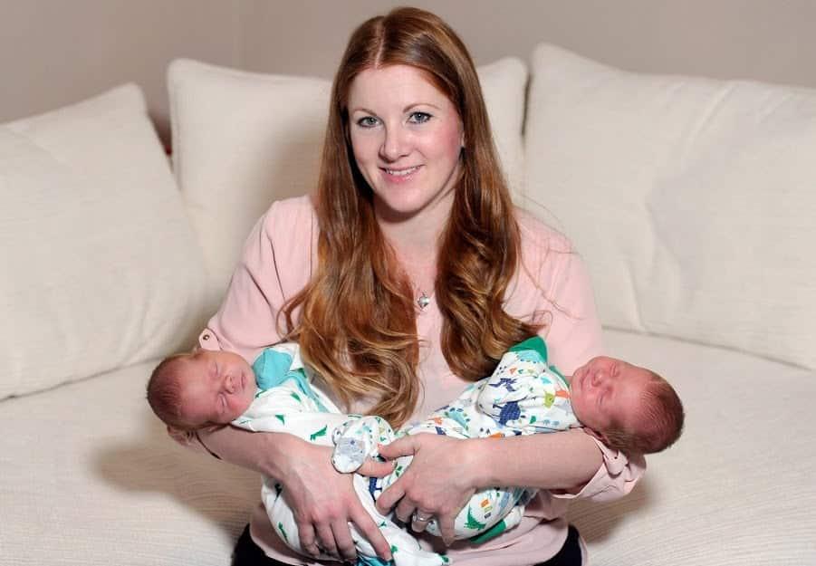 Mămică cu o burtă imensă dă naștere celor mai grei gemeni din istoria Scoției | Demamici.ro