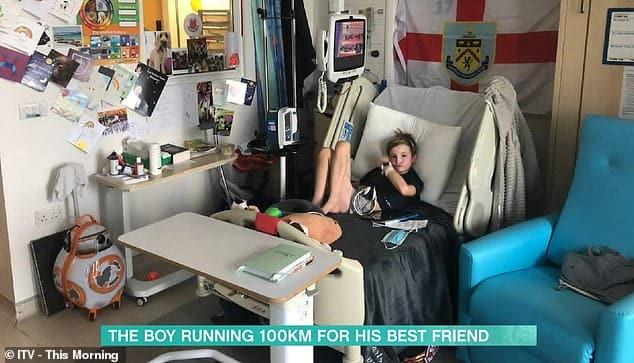 Inimă uriașă în trup mic. Un copil de 9 ani aleargă zilnic pentru a strânge bani să-și salveze prietenul bolnav de leucemie