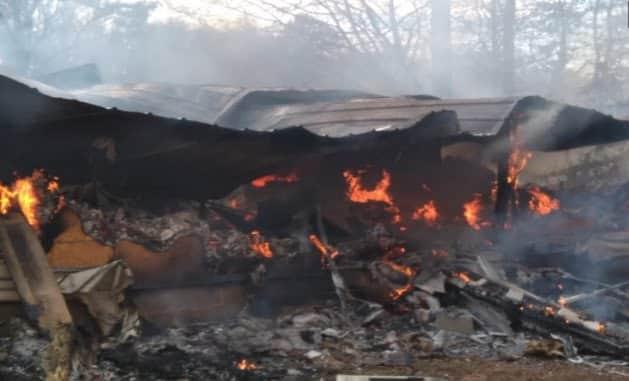 Un băiețel de 7 ani s-a întors în locuința cuprinsă de flăcări ca să-și salveze surioara