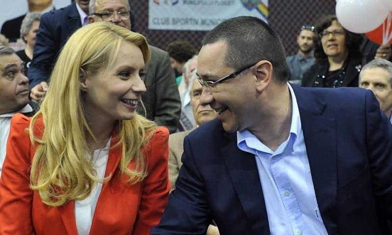 """Victor Ponta și Daciana Cioloș, prima fotografie cu Maria, fetița lor înfiată: """"Viața ne-a dăruit un suflet nou"""""""